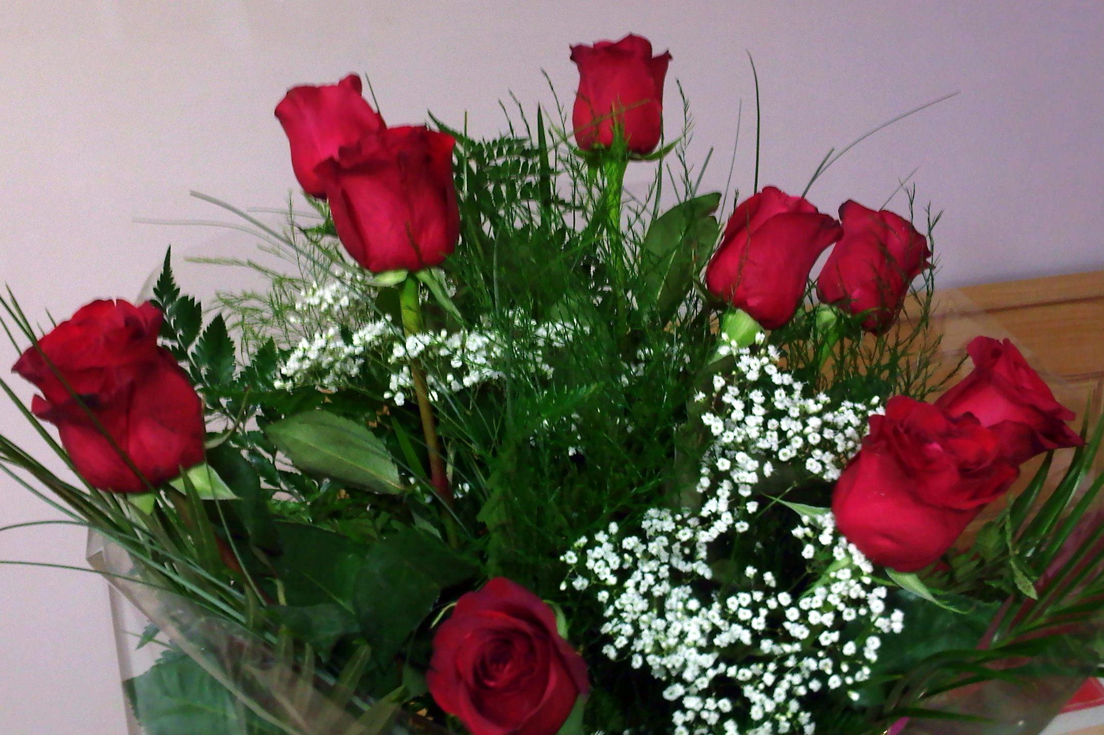Casa facile felice mazzo rose rosse bouquet www for Quadri con rose rosse