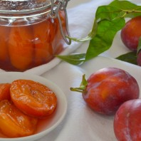 www.casafacilefelice.org,prugne sciroppate,red delicious,plums in syrup